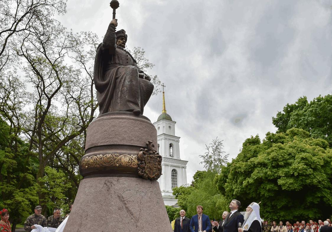 Сьогодні, 7 травня у Полтаві Президент України Петро Порошенко взяв участь у відкритті пам'ятника українському гетьманові Івану Степановичу Мазепі.