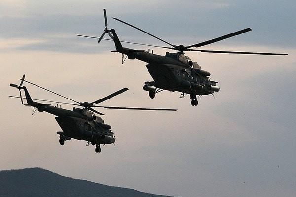 На адміністративному кордоні з окупованим Кримом українські прикордонники зафіксували політ чотирьох російських вертольотів Мі-8.