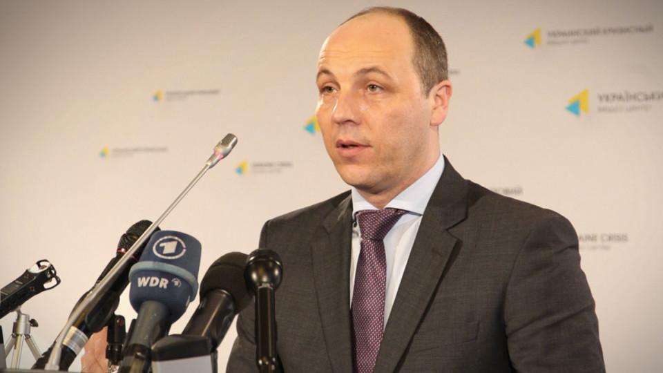 Спікер парламенту вважає, що в питанні відновлення депутатських повноважень радикала Ігоря Мосійчука мають розбиратися юристи.