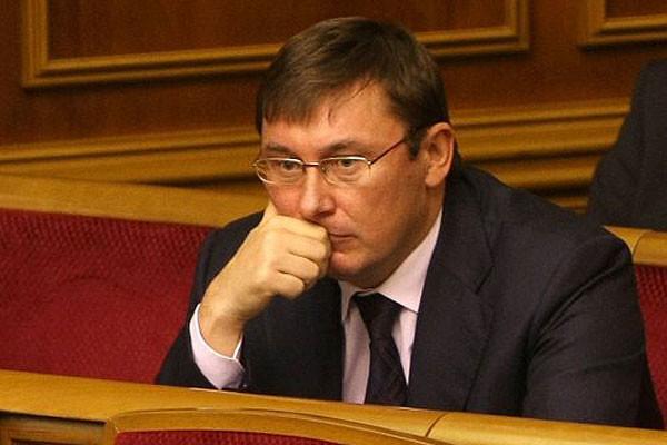 Депутати Верховної Ради України так і не змогли проголосувати в першому читанні за зміни до закону про прокуратуру, що дозволив би Юрію Луценку претендувати на посаду генерального прокурора.