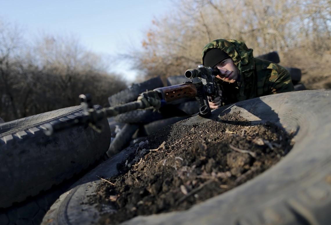 Снайпер бойовиків так званих республік працював по позиціях українських військових неподалік Тарамчука, що на маріупольському напрямку.
