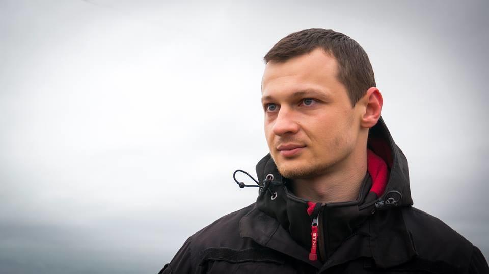 Підсудний керівник цивільного корпусу Азов-Крим Станіслав Краснов заявив про припинення голодування.