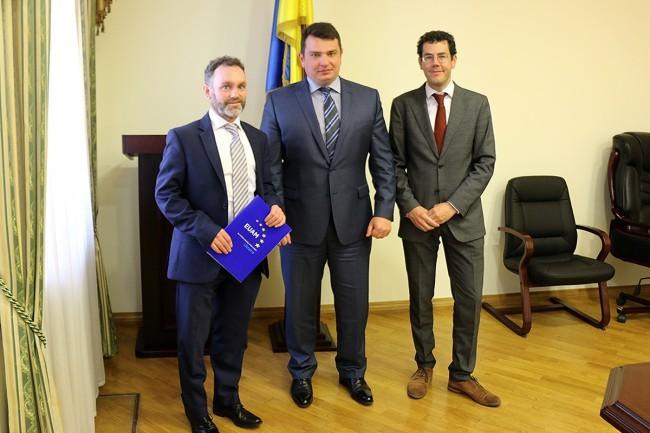 Директор НАБУ Артем Ситник підписав із КМЄС із реформування сектору цивільної безпеки меморандум для поглиблення співробітництва.
