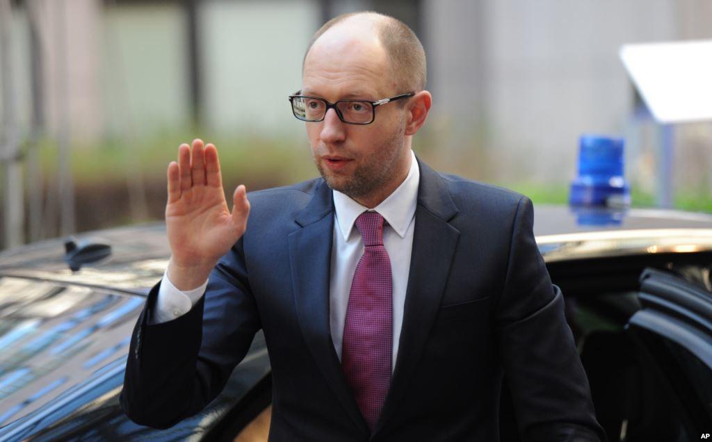 У прес-службі Арсенія Яценюка спростували чутки про його можливу участь у довиборах до Верховної Ради.