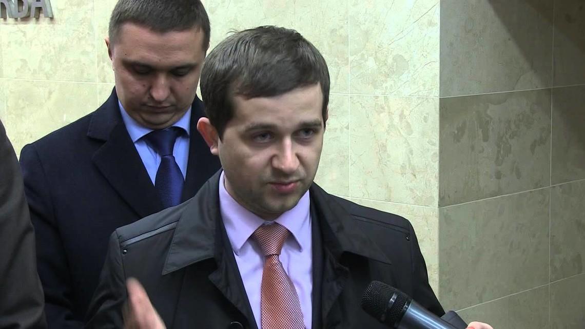 Народний депутат України від фракції Народного фронту Андрій Помазанов заявив, що його голос за законопроект під генпрокурорство Луценка зарахували, хоча сам він був на лікарняному.