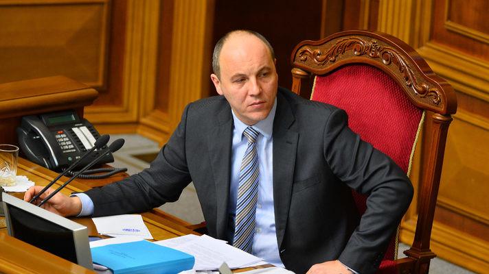 Спікер Верховної Ради Андрій Парубій закрив ранкове засідання парламенту в зв'язку з тим, що депутати залишили сесійну залу.