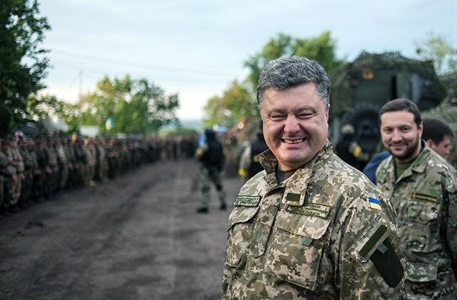 Президент України Петро Порошенко їде з візитом у Донецьку область, щоб привітати нових патрульних поліцейських.