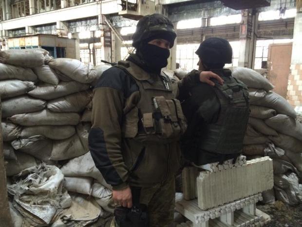 Одразу п'ятеро українських військових за останню добу отримали поранення в результаті обстрілу бойовиками Авдіївської промзони.