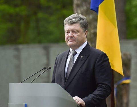 Президент Петро Порошенко наголосив на важливості завершення процесу декомунізації в Україні.