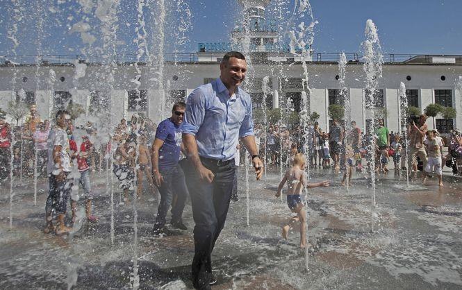 Мер Києва каже, що столична влада працює над відновленням занедбаної багато років поспіль системи фонтанів.