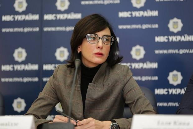 Глава Національної поліції України Хатія Деканоїдзе поділилася деталями спецоперації в Одесі, в ході якої правоохоронці затримали злочинне угруповання, що спеціалізувалося на викраденні людей, шантажі та вбивствах.