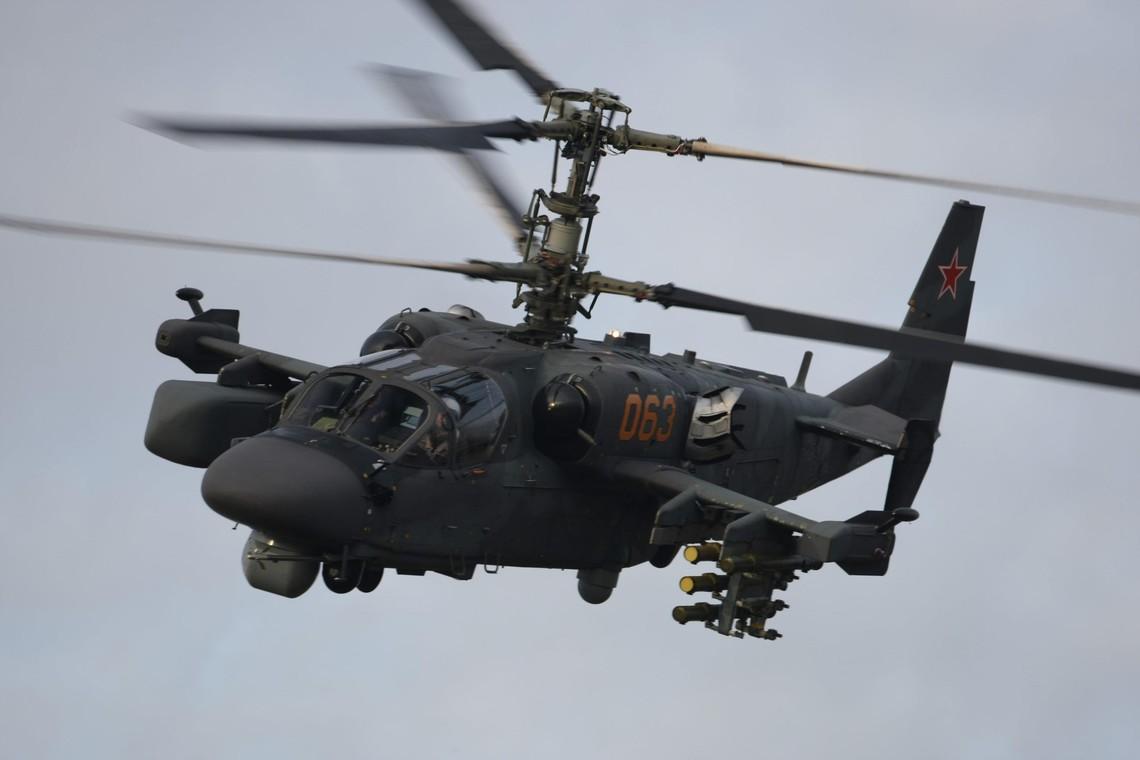 Також прикордонники Луганського і Харківського загонів зафіксували політ 2 російських вертольотів Мі-8 над територією РФ, недалеко від українсько-російського кордону.