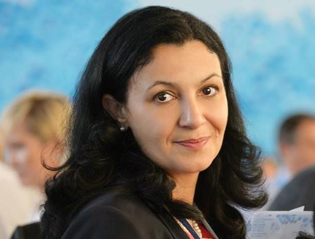 Климпуш-Цинцадзе зазначила, що світова спільнота схвильовано цим скандалом, але акредитація у терористичних організацій є порушенням принципів журналістики.