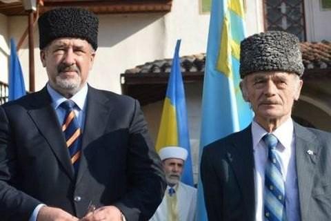 Разом з Президентом України Петром Порошенком на саміт ООН в Стамбул вилетіли Мустафа Джемілєв та Рефат Чубаров.