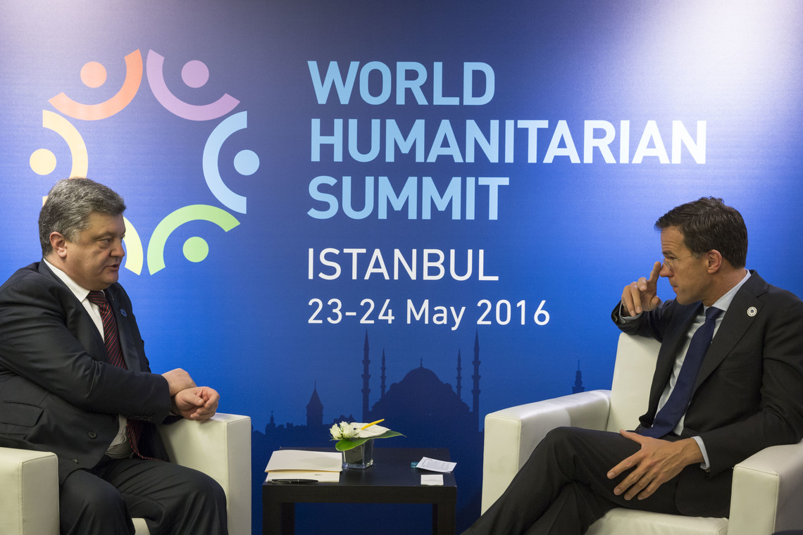 Президент України Петро Порошенко сьогодні в Стамбулі зустрівся з низкою європейських політиків.