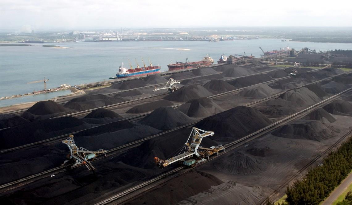 Зокрема, з ПАР було імпортовано 146,256 тис. тонн сумарною вартістю 8,3 млн доларів за середньої ціни 65,89 доларів за тонну.