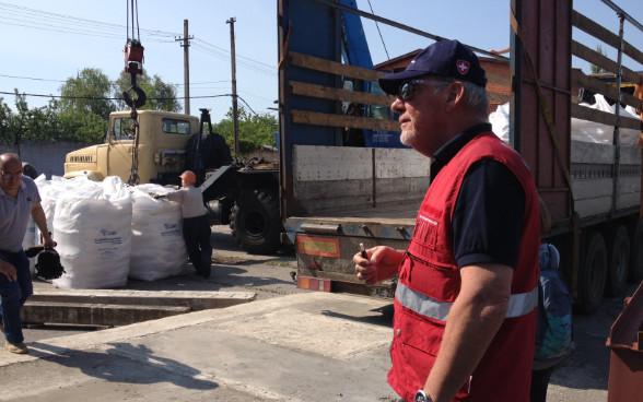 Швейцарія направила на Донбас 245 тонн хімікатів для очищення води, ліки та медичну апаратуру.