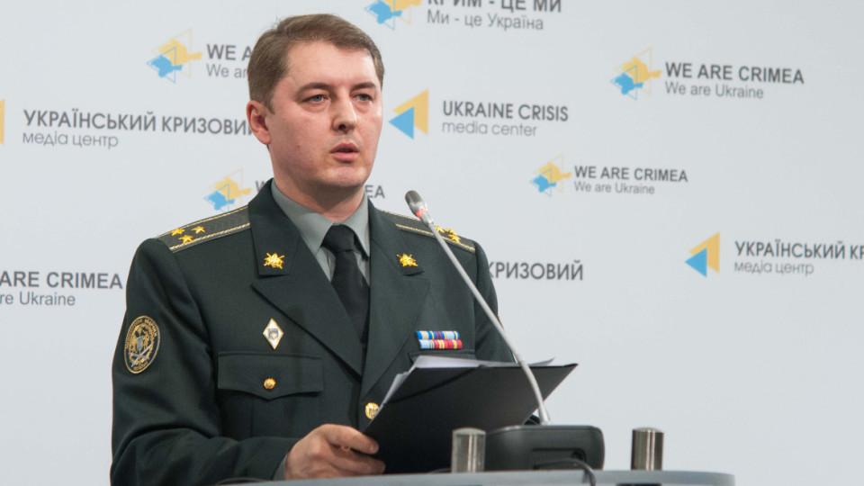 Речник АП з питань АТО Олександр Мотузяник заявив, що в результаті обстрілів 7 українських військових загинули, а ще 9 – отримали поранення.