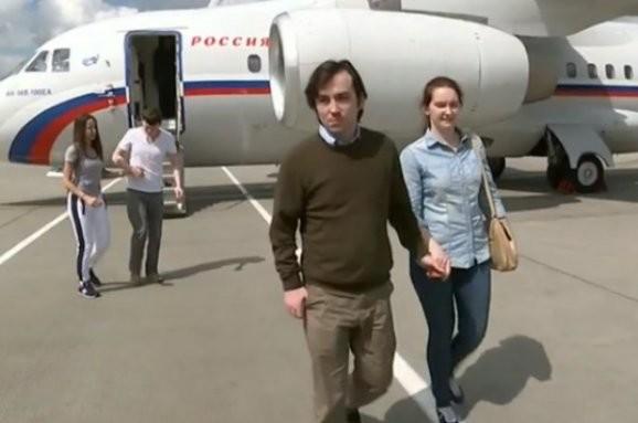 Помилувані Президентом України російські ГРУшники Александров та Єрофеєв прибули до московського аеропорту Внуково.