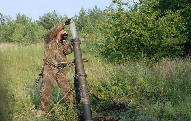 Бойовики так званих республік із заборонених Мінськими домовленостями мінометів калібру 120 міліметрів обстріляли українські позиції на Донбасі.