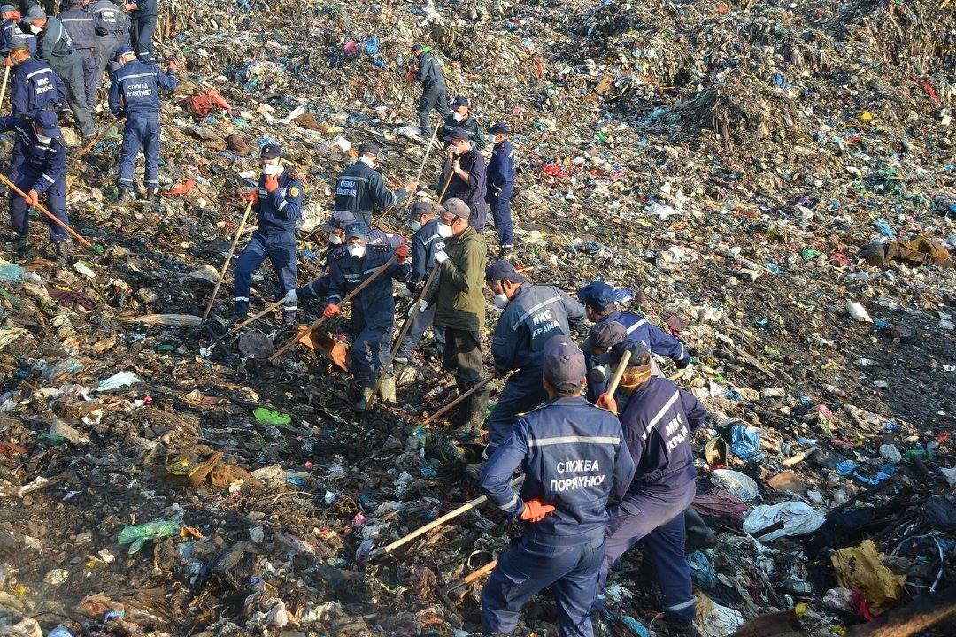 Мер Львова розповів про хід пошукової операції та термінові заходи для уникнення екологічної катастрофи на звалищі в Грибовичах.