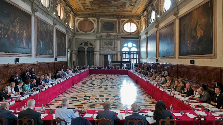 Голова Венеціанської комісії Джанні Букіккіо привітав ухвалення Верховною Радою змін до Конституції України в частині правосуддя.