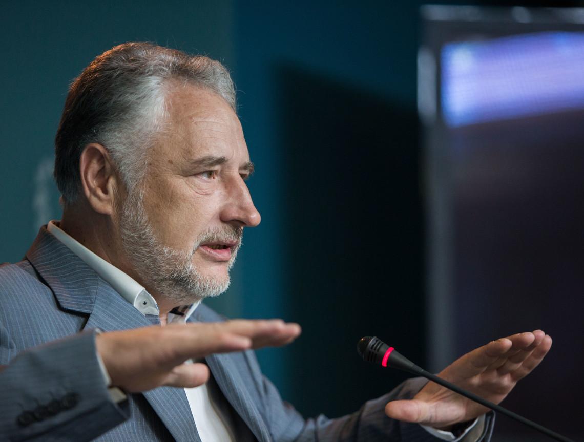 Глава Донецької ВЦА Павло Жебрівський заявив про підписання розпорядження щодо декомунізації всіх об'єктів на підконтрольній території.
