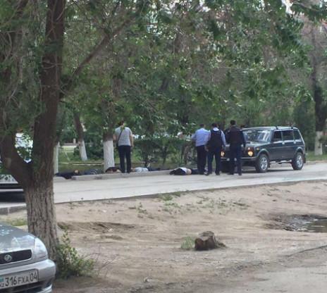 У місті Актобе, Казахстан невідомі озброєні особи напали на магазини зброї та військову частину.
