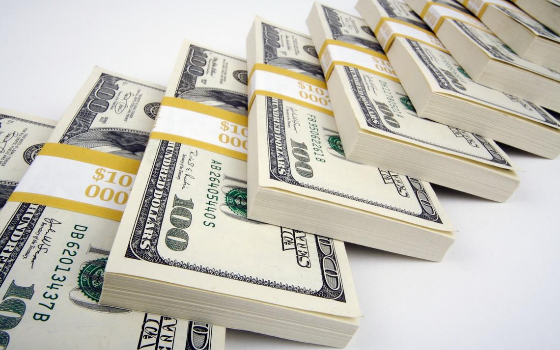 Обсяги продажу іноземної валюти населенням у травні скоротилися на 7,63 відсотків – до 355,1 млн долл., а купівлі на 11,58 відсотків – до 36 млн долл.