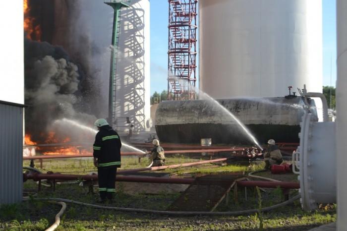 Слово і Діло зібрало обіцянки представників влади, які вони роздали з нагоди минулорічної пожежі на нафтобазі, та перевірило їх виконання.