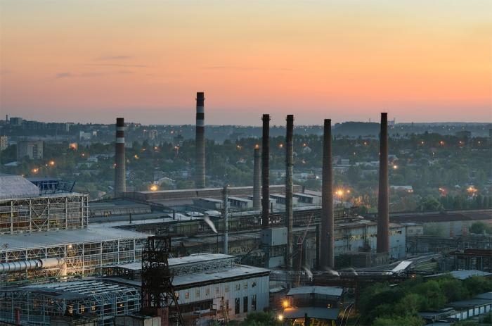 На окупованому Донбасі зупинилися виробництва на заводах в Алчевську, Авдіївці та Донецьку.