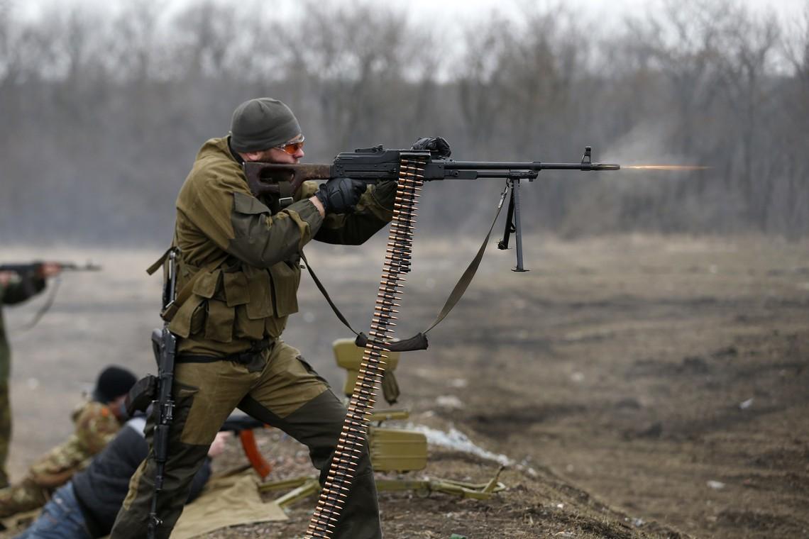 Бойовики так званих республік із різної зброї обстрілювали опорні пункти ЗСУ на донецькому напрямку.