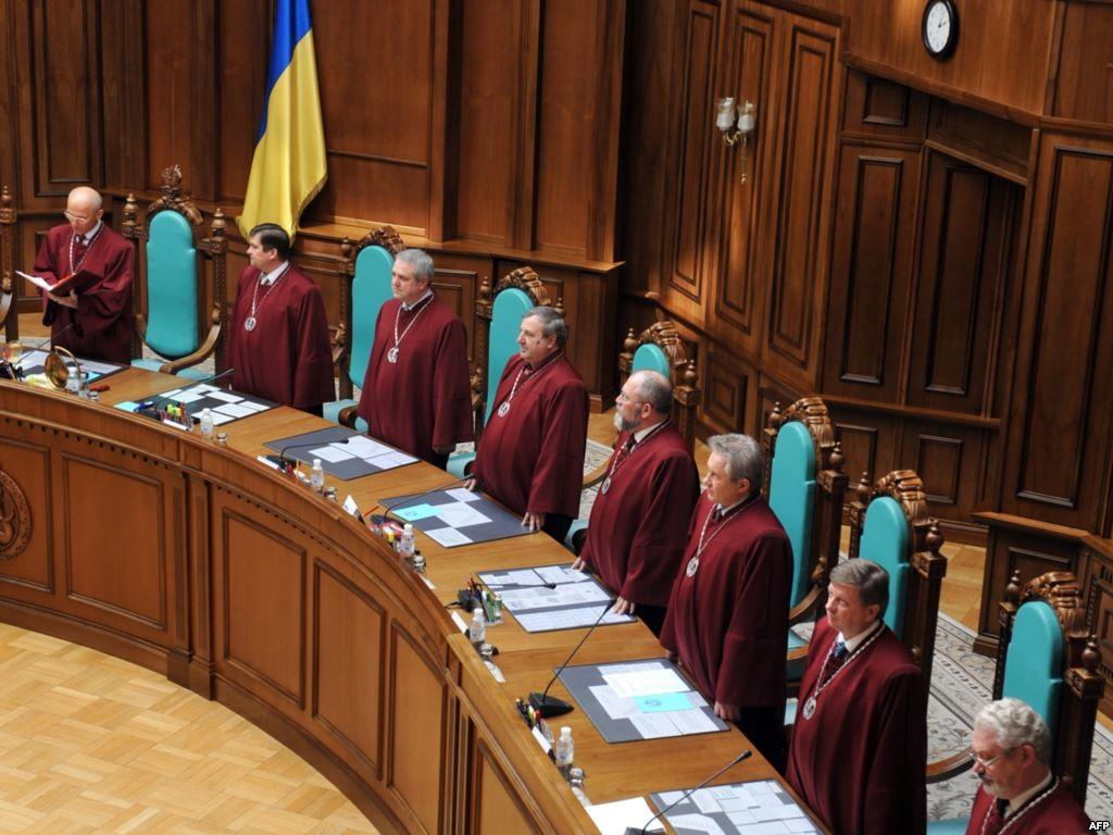 Слово і Діло вирішило нагадати українським політикам їхні обіцянки щодо зміни складу Конституційного суду.
