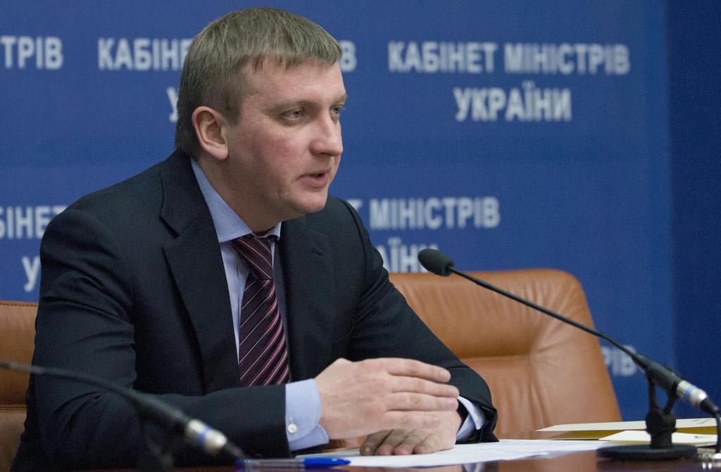 Міністр юстиції Павло Петренко заявив про припинення повноважень 800 суддів, на черзі – ще майже 1000.