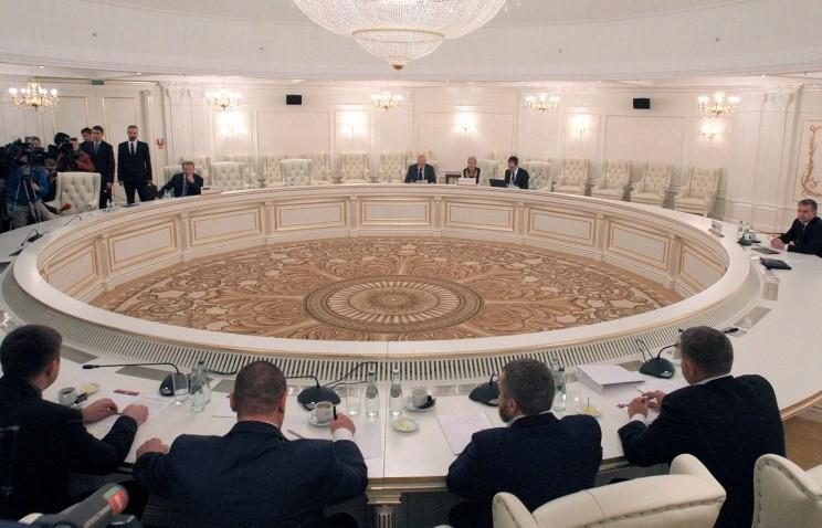 В порядку денному сьогоднішніх переговорів стоїть питання розгортання поліцейської місії ОБСЄ на Донбасі.