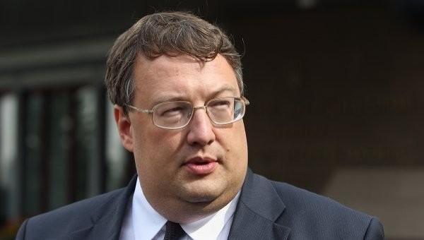 За словами Антона Геращенка, за дотримання регламенту Верховна Рада зможе позбавити Олександра Онищенка недоторканності в липні.