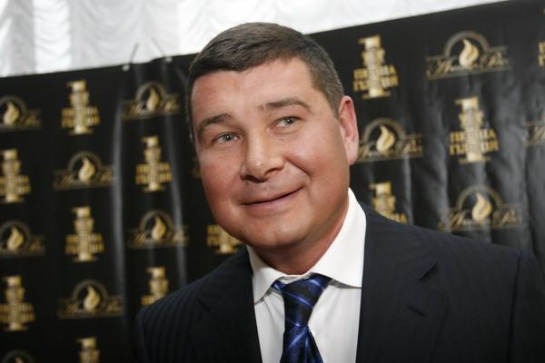 Одіозний український депутат вимагає від силовиків компенсації за руйнування його ділового іміджу.