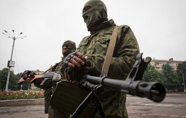 На Донбасі проросійські бойовики за минулу добу знову обстріляли позиції українських військових.