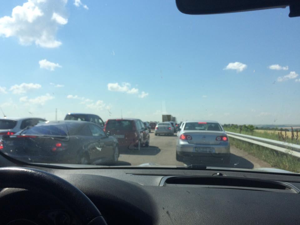 У результаті кількох дорожньо-транспортних пригод на трасі Київ-Одеса утворилися кілометрові затори.