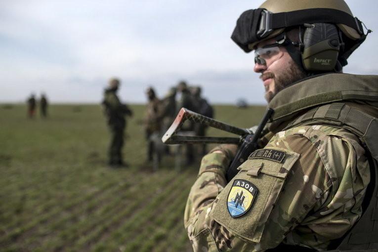 Для підсилення позицій ЗСУ на Донбасі на передову повертаються полки «Азов» і «Донбас», а також спецпідрозділ швидкого реагування Національної гвардії України.