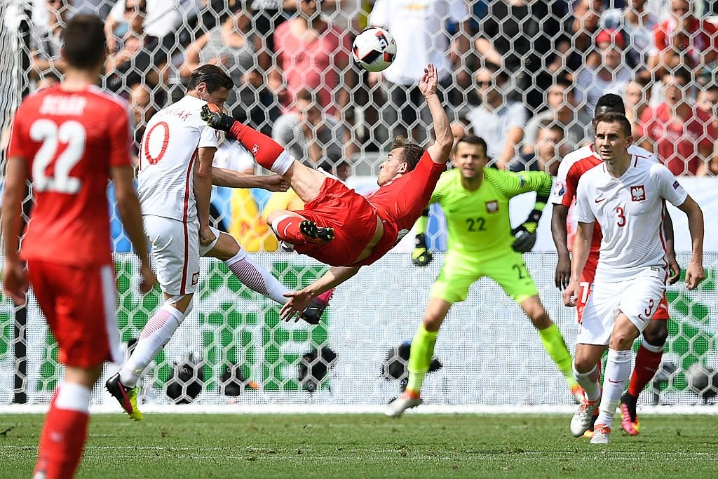 Збірна Польщі з футболу обіграла команду зі Швейцарії та першою вийшла в чвертьфіналу Євро-2016
