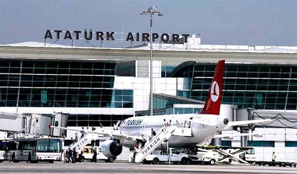 В результаті вибухів, що сталися в аеропорту Стамбула, постраждали майже 200 осіб, загинула одна українка.