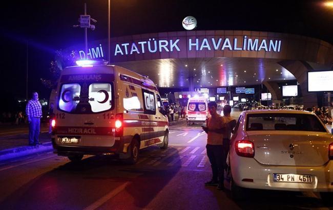 Президент і прем'єр-міністр України висловили солідарність із Туреччиною в зв'язку з нічним терактом в аеропорту Стамбула.