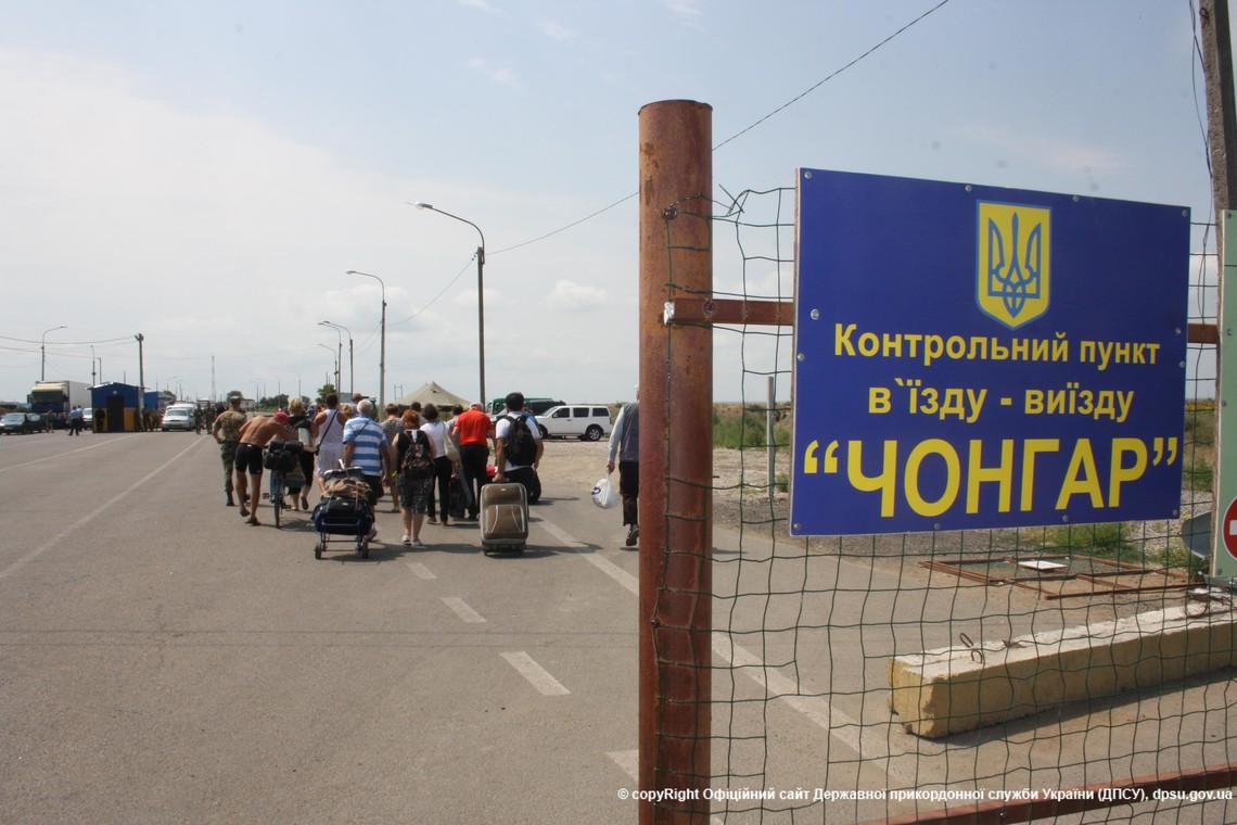У червні цього року кількість громадян та одиниць автотранспорту, які перетнули адмінкордон із Кримом, скоротилася.
