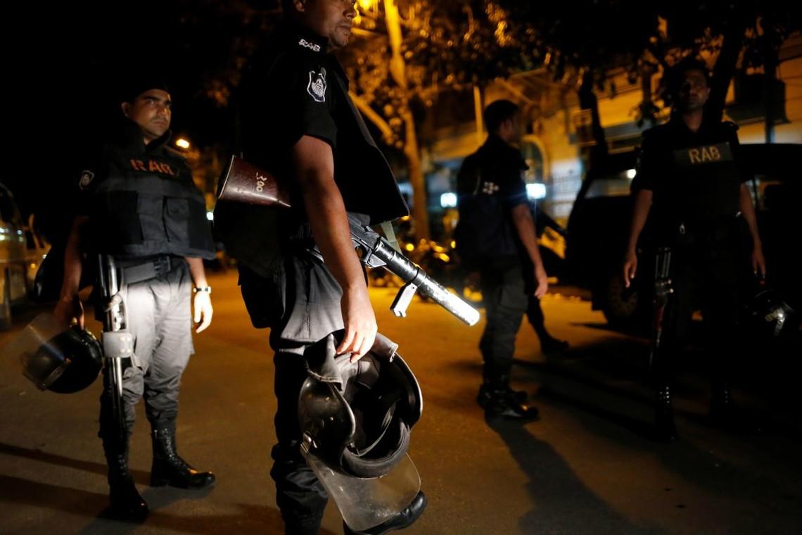 У столиці республіки Бангладеш в результаті штурму захопленого ісламістами кафе загинули 20 осіб.