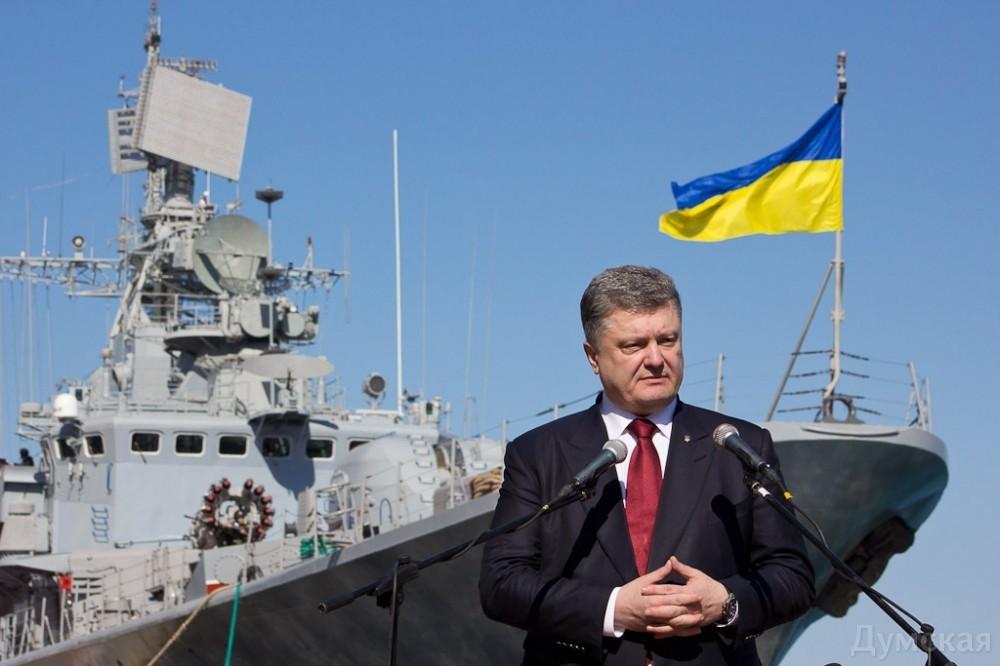 Президент Петро Порошенко пропонує оголосили 2017 рік роком українського військово-морського флоту, про це він сказав, вітаючи моряків у Одесі.