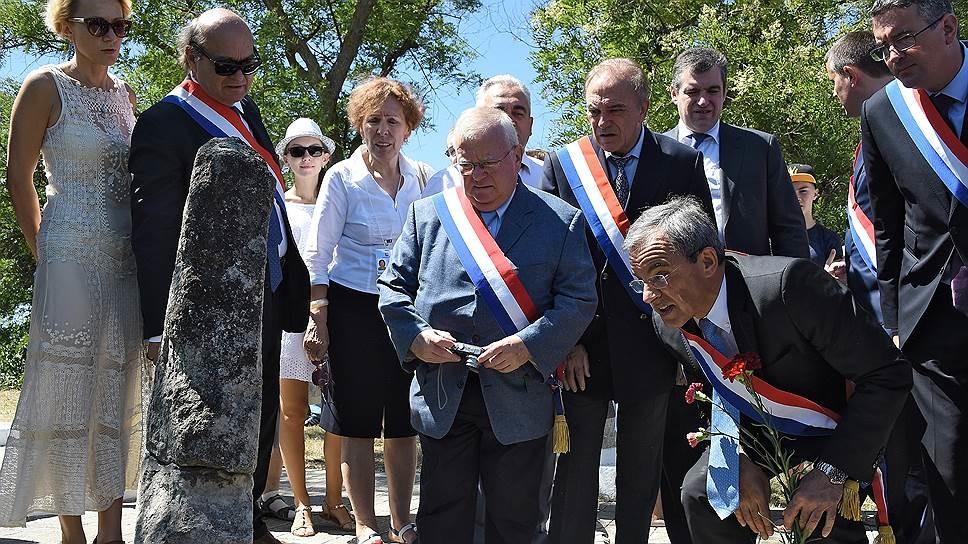 Делегація французьких депутатів та сенаторів знову збирається відвідати анексований Російською Федерацією Крим.