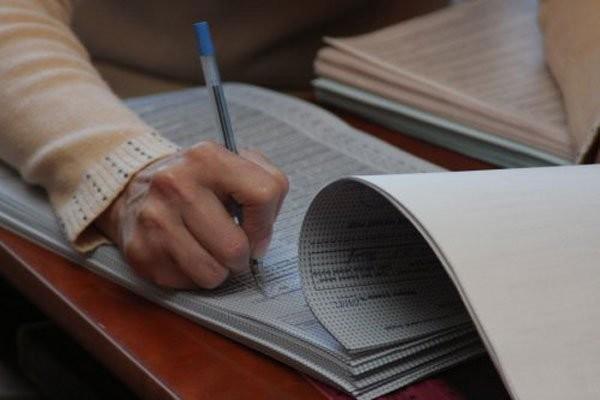 В місті Сєвєродонецьк Луганської області побили голову ОВК на окрузі номер 114, де проходитимуть довибори до парламенту.