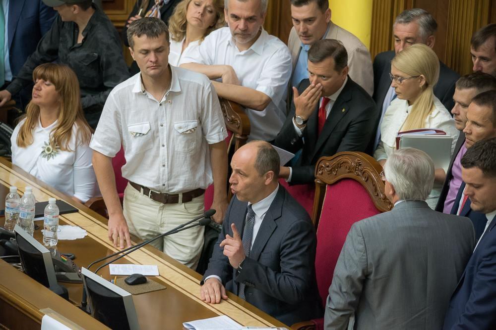 Ранкове засідання Верховної Ради так і не розпочалося. Лідери парламентських фракцій не змогли порозумітися в низці питань.