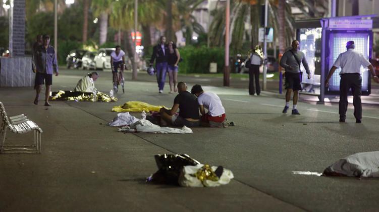 В результаті терористичної атаки під час святкування Дня взяття Бастилії в Ніцці загинули, за різними даними, від 77 до 80 осіб.